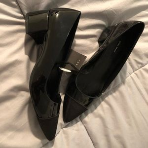 NEW/ classic Zara black low heel flat shoes size 6